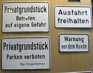 Parken verboten, Vorsicht Hund, hier nicht,  ... Verbotsschilder